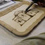 Tecnica: pirografia eseguita a mano e doratura in oro zecchino.